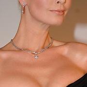 NLD/Amsterdam/20070322 - Lancering Montblanc Diamond Jewellery Collection, model met topcollectie ter waarde van 2.4 miljoen