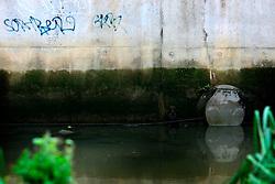 UK ENGLAND LONDON 14AUG06 - Urban river Ravensbrook running near Brookmill Park in Lewisham, south London...jre/Photo by Jiri Rezac..© Jiri Rezac 2006..Contact: +44 (0) 7050 110 417.Mobile:  +44 (0) 7801 337 683.Office:  +44 (0) 20 8968 9635..Email:   jiri@jirirezac.com.Web:    www.jirirezac.com..© All images Jiri Rezac 2006 - All rights reserved.