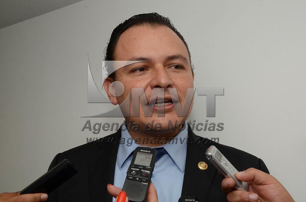 Toluca, México (Octubre 13, 2016).- El diputado Raymundo Guzmán Corroviñas, durante la Sesión de la Comisión de Patrimonio Estatal y Municipal, realizada en salón Narciso Bassols de la Cámara de Diputados.  Agencia MVT / José Hernández.