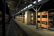 Wnętrze drewnianego baraku w Auschwitz II-Birkenau.<br /> Interior of a wooden barrack in Auschwitz II-Birkenau.