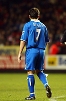 Fotball<br /> England 2004/22005<br /> Foto: SBI/Digitalsport<br /> NORWAY ONLY<br /> <br /> Charlton Athletic v Birmingham City<br /> Barclays Premiership. 15/01/2005<br /> <br /> Throw back. Robbie Blake doing an impersonation of the science fiction programme Blake 7.