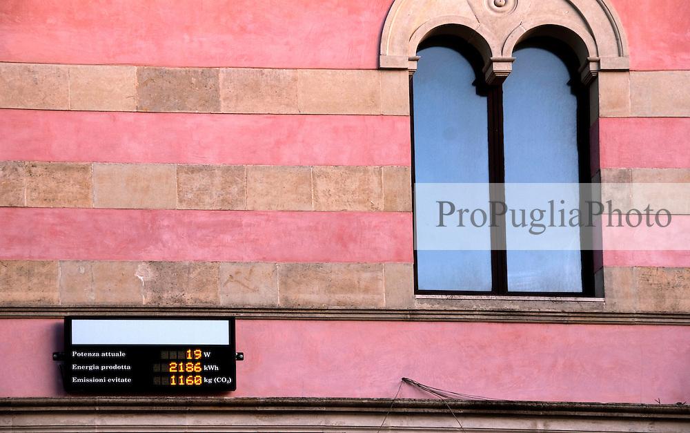 finestra del municipio con display, Alessano 20 03 2010