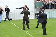Koninginnedag 2008 / Queensday 2008. <br /> <br /> Koningin Beatrix viert Koninginnedag dit jaar in Friesland. De vorstin en haar familie bezochten op 30 april Makkum en Franeker.<br /> <br /> Queen Beatrix celebrates Queensday this year in Friesland (the Nothren provice in Holland). The Queen and its family visited Makkum and Franeker on 30 April.<br /> <br /> Op de foto/ On the Photo: The Dutch Prince playing a local Game / De Prinses spelen Kaatsen