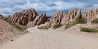 RUTA 40 CAMINO A ANGASTACO, FORMACIONES ROCOSAS EROSIONADAS FORMAN EL PASAJE EL VENTISQUERO, QUEBRADA DE LAS FLECHAS,  PROVINCIA DE SALTA, ARGENTINA (PHOTO © MARCO GUOLI - ALL RIGHTS RESERVED)