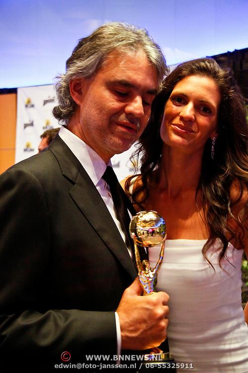 MON/Monte Carlo/20100512 - World Music Awards 2010, Andrea Bocelli en partner Veronica