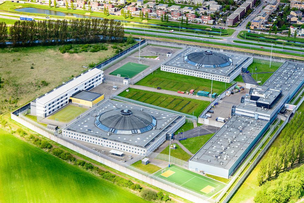 Nederland, Flevoland, Lelystad, 08-09-2009.  Penitentiaire Inrichting Lelystad . De PI is ontworpen zoals historische koepelgevangenissen, volgens het principe van het panopticum.<br /> Lelystad prison, build as Panopticon.<br /> luchtfoto (toeslag op standard tarieven);<br /> aerial photo (additional fee required);<br /> copyright foto/photo Siebe Swart