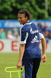 24.04.2014, Veltins Arena, Gelsenkirchen, GER, 1. FBL, Training Schalke 04, im Bild Leroy Sane ( Schalke 04 ) gut gelaunt mit Blick zurueck. // during a Trainingsession of German Bundesliga Club Schalke 04 at the Veltins Arena in Gelsenkirchen, Germany on 2014/04/24. EXPA Pictures © 2014, PhotoCredit: EXPA/ Eibner-Pressefoto/ Thienel<br /> <br /> *****ATTENTION - OUT of GER*****