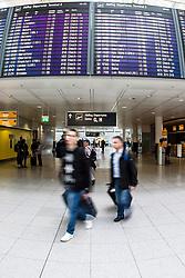 THEMENBILD - Airport Muenchen, Franz Josef Strauß (IATA: MUC, ICAO: EDDM), Der Flughafen Muenchen zählt zu den groessten Drehkreuzen Europas, rund 100 Fluggesellschaften verbinden ihn mit 230 Zielen in 70 Laendern, im Bild Passagiere auf den Weg zum Abflug Check-in // THEME IMAGE, FEATURE - Airport Munich, Franz Josef Strauss (IATA: MUC, ICAO: EDDM), The airport Munich is one of the largest hubs in Europe, approximately 100 airlines connect it to 230 destinations in 70 countries. picture shows: Passengers on the way to the departure check-in, Munich, Germany on 2012/05/06. EXPA Pictures © 2012, PhotoCredit: EXPA/ Juergen Feichter