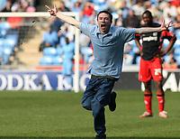Photo: Mark Stephenson.<br />Coventry City v Queens Park Rangers. Coca Cola Championship. 07/04/2007. A fan invades the pitch