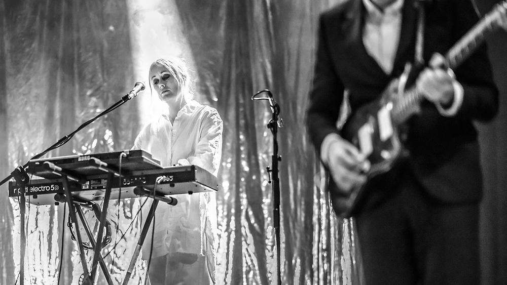 Bebban Stenborg and Carl von Arbin of Swedish indie-pop band Shout Out Louds at Batschkapp in Frankfurt