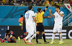 20.06.2014, Estadio das Dunas, Natal, BRA, FIFA WM, Japan vs Griechenland, Gruppe C, im Bild Referee Joel Aguilar (2nd R) gives a red card to Greece's Kostas Katsouranis (1st R) // during Group C match between Greece and Japan of the FIFA Worldcup Brasil 2014 at the Estadio das Dunas in Natal, Brazil on 2014/06/20. EXPA Pictures © 2014, PhotoCredit: EXPA/ Photoshot/ LUI SIU WAI<br /> <br /> *****ATTENTION - for AUT, SLO, CRO, SRB, BIH, MAZ only*****