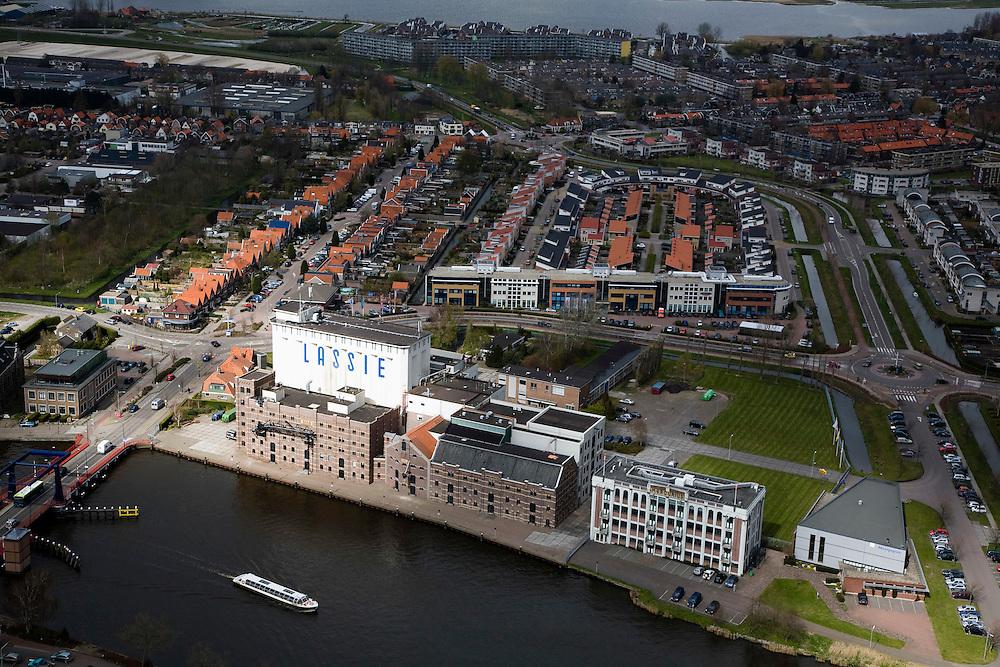 Nederland, Noord-Holland, Wormer, 16-04-2008; rivier de Zaan met de gereoveerde Lassie-fabriek aan de Veerdijk, pakhuis Mercurius rechts; pakhuizen, warehouse..luchtfoto (toeslag); aerial photo (additional fee required); .foto Siebe Swart / photo Siebe Swart