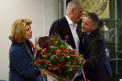 12-12-2015 NED: Bondsvergadering Nevobo, Nieuwegein<br /> Hans Nieukerke is vandaag benoemd tot erevoorzitter van de Nevobo. De 73-jarige Nieukerke ontving in het Huis van de Sport deze eer bij het afscheid van zijn twaalfjarig voorziterschap en kreeg de unieke gouden bondsspeld met drie briljanten opgespeld / hans, Karen en Peter Sprenger