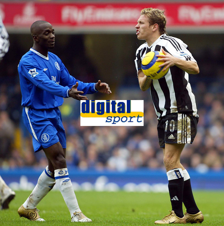 Fotball<br /> England 2004/2005<br /> Foto: SBI/Digitalsport<br /> NORWAY ONLY<br /> <br /> Chelsea v Newcastle United<br /> Barclays Premiership. 04/12/2004<br /> <br /> Craig Bellamy and Newcastle suffer a terrible afternoon and Bellamy won't let Claude Makelele have his ball back