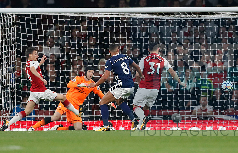 West Brom's Jake Livermore misses an open goal during the premier league match at the Emirates Stadium, London. Picture date 25th September 2017. Picture credit should read: David Klein/Sportimage