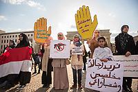 DEU, Deutschland, Germany, Berlin, 18.04.2015: Demonstration von Jemeniten für Frieden im Jemen. Im Jemen kämpfen die schiitischen Huthi-Rebellen, die weite Teile des Landes einschließlich der Hauptstadt Sanaa eingenommen haben, gegen Anhänger des aus dem Land geflohenen Präsidenten Abed Rabbo Mansur Hadi.