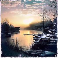 Nederland, Amsterdam , 16 januari 2013..Winters landschap bij ochtendlicht op de Landsmeerderdijk in Amstrdam Noord..Foto:Jean-Pierre Jans