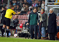 Fotball<br /> Photo: Scott Heavey, Digitalsport<br /> PSV Eindhoven v Newcastle United. UEFA Cup Quater Final, First Leg. 08/04/2004.<br /> Bobby Robson gets a grilling from the referee<br /> <br /> NORWAY ONLY
