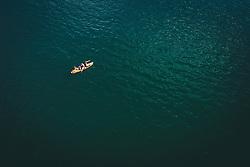 THEMENBILD - Touristen mit einem Board am Zeller See, aufgenommen am 01. August 2020 in Zell am See, Österreich //  Tourists with a board at the Zeller See, Zell am See, Austria on 2020/08/01. EXPA Pictures © 2020, PhotoCredit: EXPA/ JFK