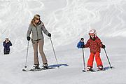 Fotosessie met de koninklijke familie in Lech /// Photoshoot with the Dutch royal family in Lech .<br /> <br /> Op de foto / On the photo: Prinses Maxima en Prinses Ariane /////  Princess Maxima and Princess Ariane
