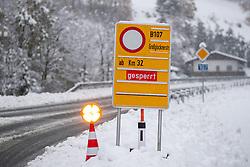 THEMENBILD - Strassensperre der B107 bei Striebach, aufgenommen am Mittwoch, 13. November 2019, Dölsach in Osttirol. Heute schneit es in Österreich verbreitet bis in tiefe Lagen. Ein Teil des Schneefalls konzentriert sich dabei auf Osttirol. Hier kommen laut ZAMG bis Mittwochabend selbst in Tallagen 20 bis 50 Zentimeter Neuschnee zusammen. Vereinzelt sind auch bis zu 75 Zentimeter möglich, wie im Tiroler Gailtal // Roadblock federal road B107 at Striebach, taken on Wednesday, November 13, 2019, in Obertilliach in Osttirol. Today it is snowing in Austria to low altitudes. Part of the snowfall is concentrated on East Tyrol. According to ZAMG, 20 to 50 centimeters of fresh snow come together here even in valleys on Wednesday evening. Occasionally, up to 75 centimeters are possible, as in the Tyrolean Gail Valley. EXPA Pictures © 2019, PhotoCredit: EXPA/ Johann Groder