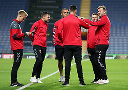Charlton Athletic manager Karl Robinson (right) chats with players as they have a look at the pitch prior to kick off at the Kassam Stadium