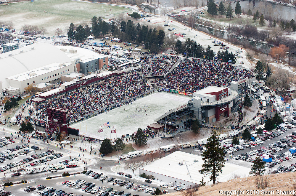 The fans still line up for the Grizzly games no matter how cold it gets. Missoula Photographer, Montana Photographer, Pictures of Missoula, Montana Photos