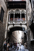 Spain, Barcelona. The Barri Gòtic or Gothic Quarter. Palau de la Generalitat de Catalunya. Bridge over the Carrer del Bisbe.
