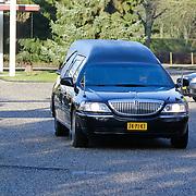 NLD/Amsterdam/20120127 - Uitvaart Jeroen Soer, rouwauto met familie