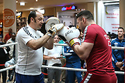 BOXEN: IBO-Weltmeisterschaft, Pressetraining, Hamburg, 03.07.2019<br /> Team EC Boxing: Trainer Bülent Baser und Erik Pfeifer<br /> © Torsten Helmke