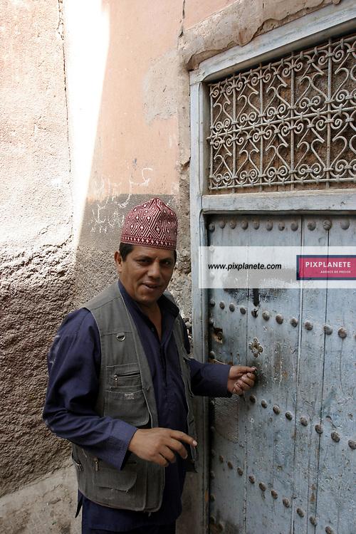 Marrakech - Maroc - Restauration d'un riad . Nombre d'occidentaux entreprennent la rénovation de riad pour les louer, comme résidence de vacance ou pour leurs retraites. © JSB / PixPlanete - Mai 2005