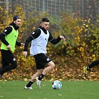 19.11.2020, Sportpark Illoshöhe, Osnabrück, GER, 2. FBL, Training VfL Osnabrück <br /> <br /> im Bild<br /> Maurice Multhaup (VfL Osnabrück) am Ball.<br /> <br /> Foto © nordphoto / Paetzel