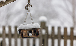 THEMENBILD - ein Vogelhaus bei Schneefall, aufgenommen am 26. Dezember 2019, Kaprun, Österreich // a birdhouse durig snowfall on 2019/12/26, Kaprun, Austria. EXPA Pictures © 2019, PhotoCredit: EXPA/ Stefanie Oberhauser