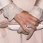 LUX/Luxemburg/20180524 - Staatsbezoek Luxemburg dag 2, grote roze diamanten ring om de vinger van Maxima