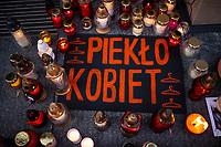 Bialystok, 23.10.2020. Protest kobiet przeciwko wyrokowi Trybunalu Konstytucyjnego zaostrzajacego prawo aborcyjne pod siedziba podlaskiego PiS fot Michal Kosc / AGENCJA WSCHOD