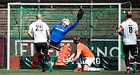 AMSTELVEEN  - Hockey -  1e wedstrijd halve finale Play Offs dames.  Amsterdam-Bloemendaal (5-5), Bl'daal wint na shoot outs. Strafcorner A'dam. en scoort.  In het doel keeper Jaap Stockmann (Bldaal)    COPYRIGHT KOEN SUYK