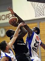 Basketball<br /> BLNO<br /> 03.10.2010<br /> Foto: Morten Olsen, Digitalsport<br /> <br /> Serieåpning BLNO<br /> Kristiansand Pirates v Tromsø Storm<br /> <br /> Antonio Russell - Kristiansand<br /> Gerald January - Tromsø