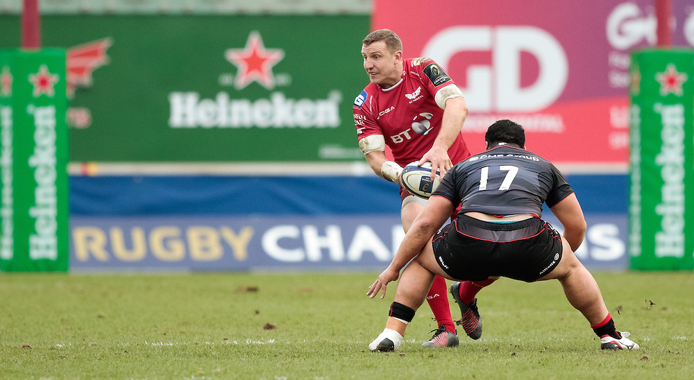 Scarlets' Hadleigh Parkes<br /> <br /> Photographer Simon King/CameraSport<br /> <br /> European Rugby Champions Cup Pool 3 - Scarlets v Saracens - Sunday 15th January 2017 - Parc y Scarlets - Llanelli <br /> <br /> World Copyright © 2017 CameraSport. All rights reserved. 43 Linden Ave. Countesthorpe. Leicester. England. LE8 5PG - Tel: +44 (0) 116 277 4147 - admin@camerasport.com - www.camerasport.com