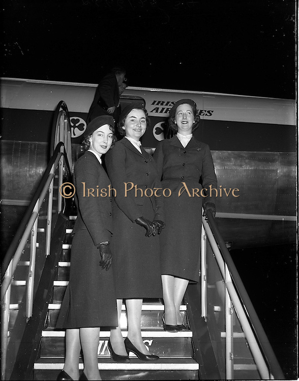 28/04/1958<br /> 04/28/1958<br /> 28 April 1958<br /> Inaugural Aerlinte flight to the United States. Three Aer Lingus hostesses boarding the Seaboard Super Constellation plane at Dublin Airport.