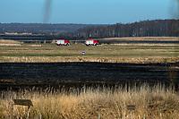 Biebrzanski Park Narodowy, 23.04.2020. Olbrzymi pozar w Biebrzanskim Parku Narodowym. Od niedzieli ( 19.04 ) plonie tam ok. 6000 hektarow lak, torfowisk, trzcinowisk i lasu. Gaszenie pozaru moze potrwac nawet pare dni. BPN jest najwiekszym polskim parkiem narodowym, maja tu swoja ostoje m.in losie oraz liczne gatunki ptakow N/z wozy bojowe strazy pozarnej stojace na lakach niedaleko wsi Wrocen fot Michal Kosc / AGENCJA WSCHOD
