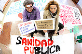 """Hug your hospital"" against the privatization of the public health in Spain"