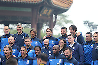 Argentine football star Javier Zanetti, back center, poses for photos with his teammates of Inter Milan legends during their visit to the Yellow Crane Tower ahead of the 2014 China-Italy The Football Legends Challenge Match in Wuhan city, central China's Hubei province, 17 October 2014.<br /> <br /> Javier Zanetti led Inter Milan legends to visit the Yellow Crane Tower in Wuhan city, central Chinas Hubei province, on Friday (17 October 2014). The 2014 China-Italy The Football Legends Challenge Match will kick off on Sunday.