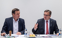 21.03.2018, VP Landesgeschäftsstelle, Innsbruck, AUT, Regierungsbildung Tirol, Landesversammlung Tiroler OeVP, Abstimmung über den Koalitionspakt mit der ÖVP, im Bild v.l. Martin Malaun (ÖVP-Landesgeschäftsführer), LH Günther Platter // during the provincial assembly of the Tyrolean peoples party (OeVP) in Innsbruck, Austria on 2018/03/21. EXPA Pictures © 2018, PhotoCredit: EXPA/ Johann Groder