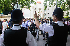 2017-06-23 Police protect London's Muslims as they gather for Friday Prayers.