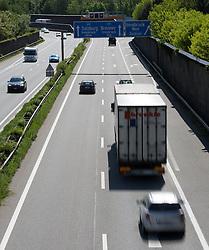 THEMENBILD - die stark befahrene A12 Inntalautobahn an einem Frühlingstag, aufgenommen am 25.Mai 2016, Innsbruck, Österreich // busy a12 inntal motorway on a sunny spring day in Innsbruck, Austria on 2016/05/25. EXPA Pictures © 2016, PhotoCredit: EXPA/ Jakob Gruber