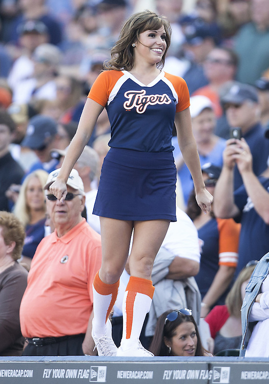 June 14, 2014:  Detroit Tigers Energy Squad member Chelsea Estes performs during MLB game action between the Minnesota Twins and the Detroit Tigers at Comerica Park in Detroit, Michigan.  The Tigers defeated the Twins 12-9.
