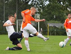 FODBOLD: Casper Palm (Kastrup) forsøger at blokere afslutning fra Peter Hartelius (Helsingør) under kampen i DBU Pokalen mellem Kastrup Boldklub og Elite 3000 Helsingør den 31. august 2011 på Røllikevej, Kastrup. Foto: Claus Birch