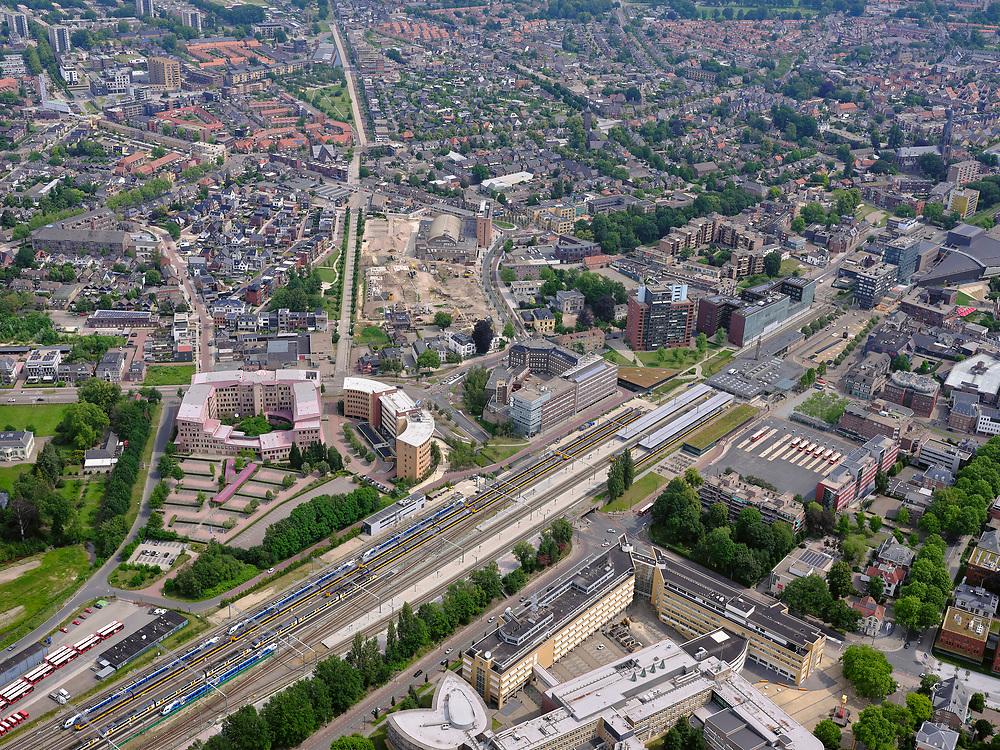 Nederland, Overijssel, Gemeente Enschede; 21–06-2020; Station Enschede, treinstation NS en directe omgeving. Het station is een dubbel kopstation, onder andere de Euregio-Bahn (naar Duitsland). OP het staion intercities van de NS en trein van Blauwnet, Keolis Nederland.<br /> Enschede station, NS train station and immediate surroundings. The station is a double terminus, including the Euregio-Bahn (to Germany).<br /> <br /> luchtfoto (toeslag op standaard tarieven);<br /> aerial photo (additional fee required)<br /> copyright © 2020 foto/photo Siebe Swart