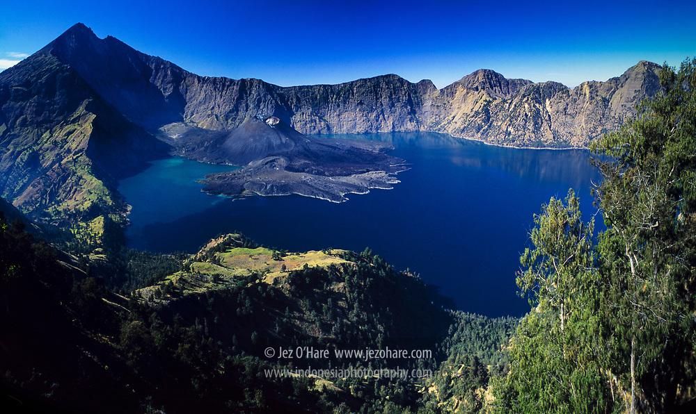 Lake Segara Anak, Mount Rinjani, Lombok, Nusa Tenggara Barat, Indonesia.