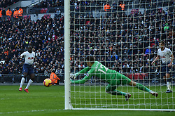 Tottenham Hotspur's Moussa Sissoko sees his goal bound shot saved by Newcastle United goalkeeper Martin Dubravka
